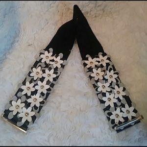 "BNWOT | 80's retro ""Daisy 3D"" floral stretch belt"
